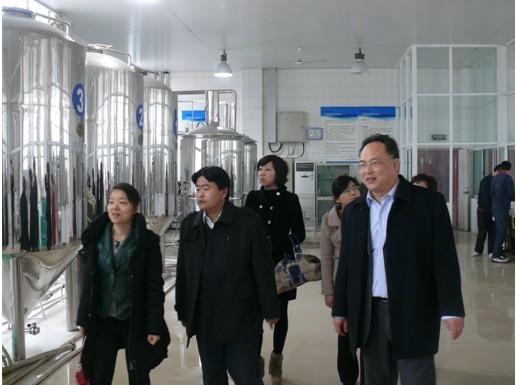 山东轻工业学院青岛啤酒科研开发中心余俊红博士一行